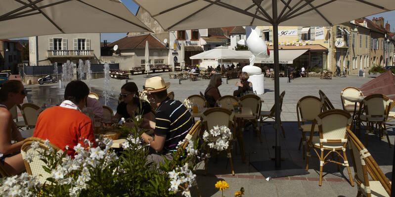 Chagny, pause gourmande en terrasse Place d'Armes
