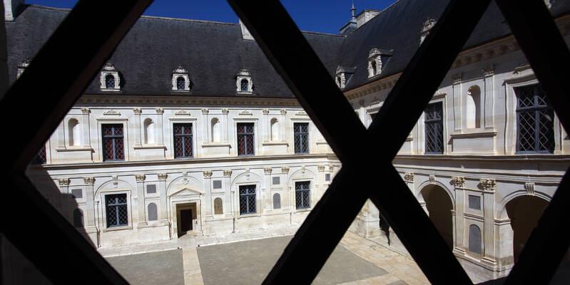 vue sur cour étage noble Château d'Ancy le Franc