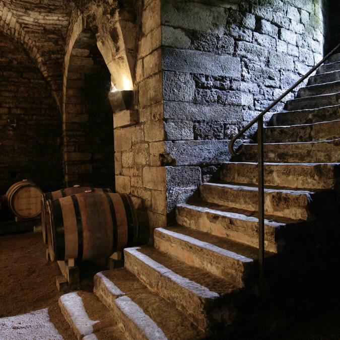 Corton, Caves
