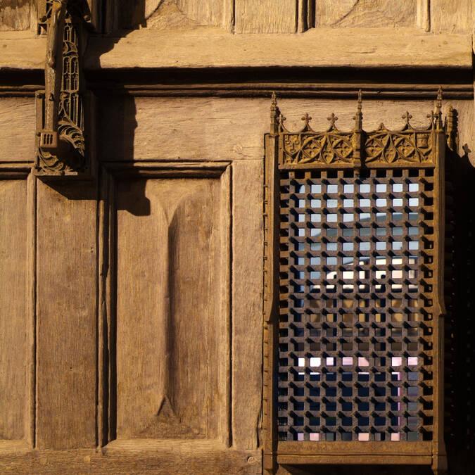 入口の扉とノッカー